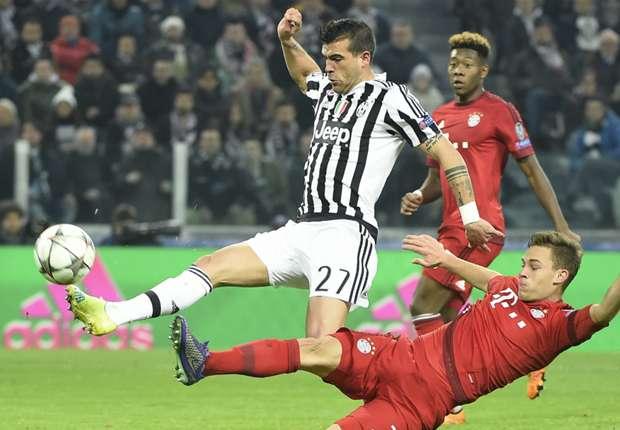 Йозуа Кимих срещу Ювентус в Шампионската лига